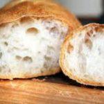 Медики назвали главную опасность употребления свежего хлеба